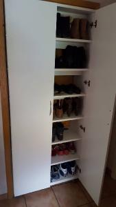 Fertiger Schuhschrank in Türnische
